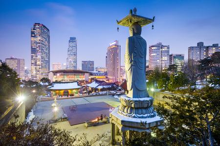 Буддийский храм Понынса в самом сердце столицы Кореи